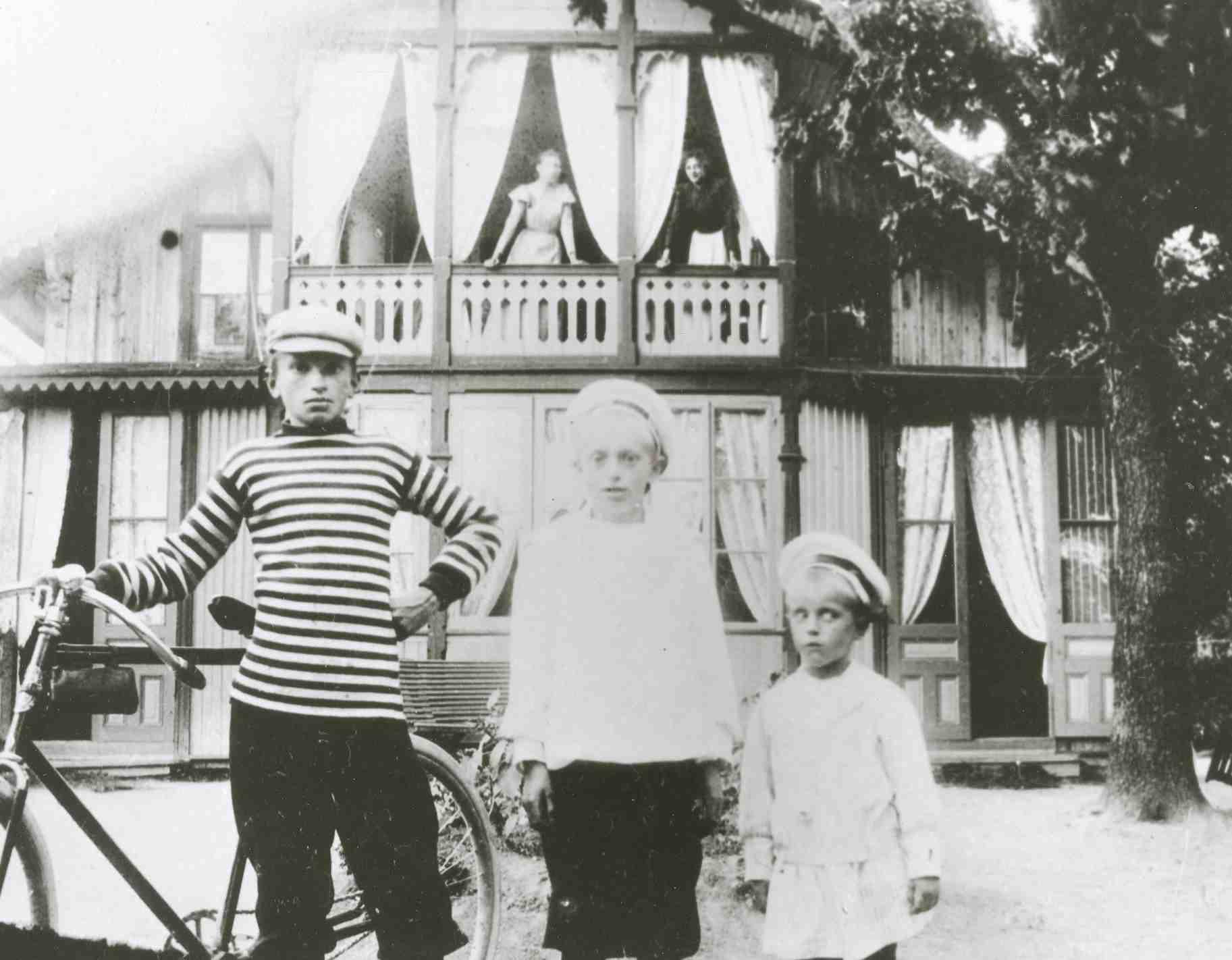 Söner till J Z Petterson ägare till Gubbkärrets gård, 1898.