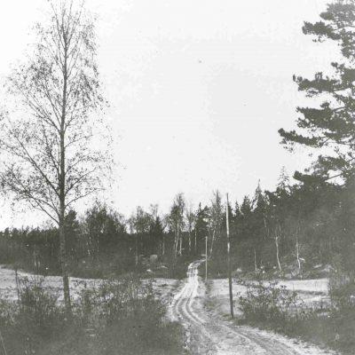 Gubbkärrsvägen, korsningen med Tältgatan 1917. Foto: Stockholms stadsmuseum, cc: by-nc-sa.